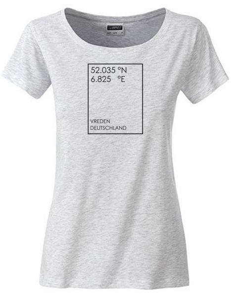 GEO Koordinaten individuell im Rechteck | T-Shirt DEERNE | ASH (hellgrau)